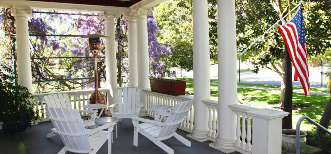 Cozy Porch Patio to Welcome Passer-byes