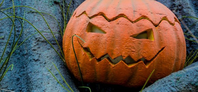 Halloween Pumpkin Displays for Exterior Home
