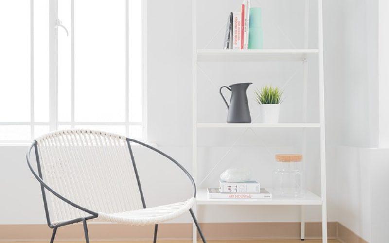 Using White Bookshelves To Highlight Den Look and Decor