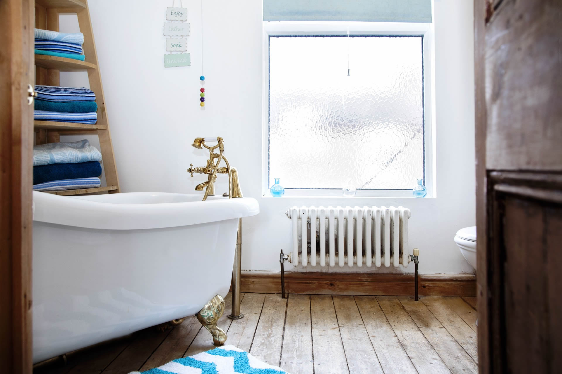 vintage room with clawfoot tub