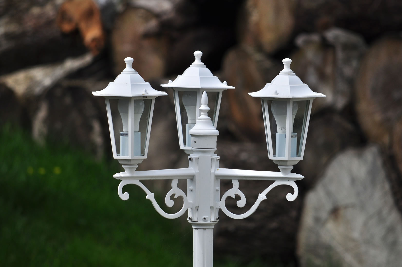 tri lamp post