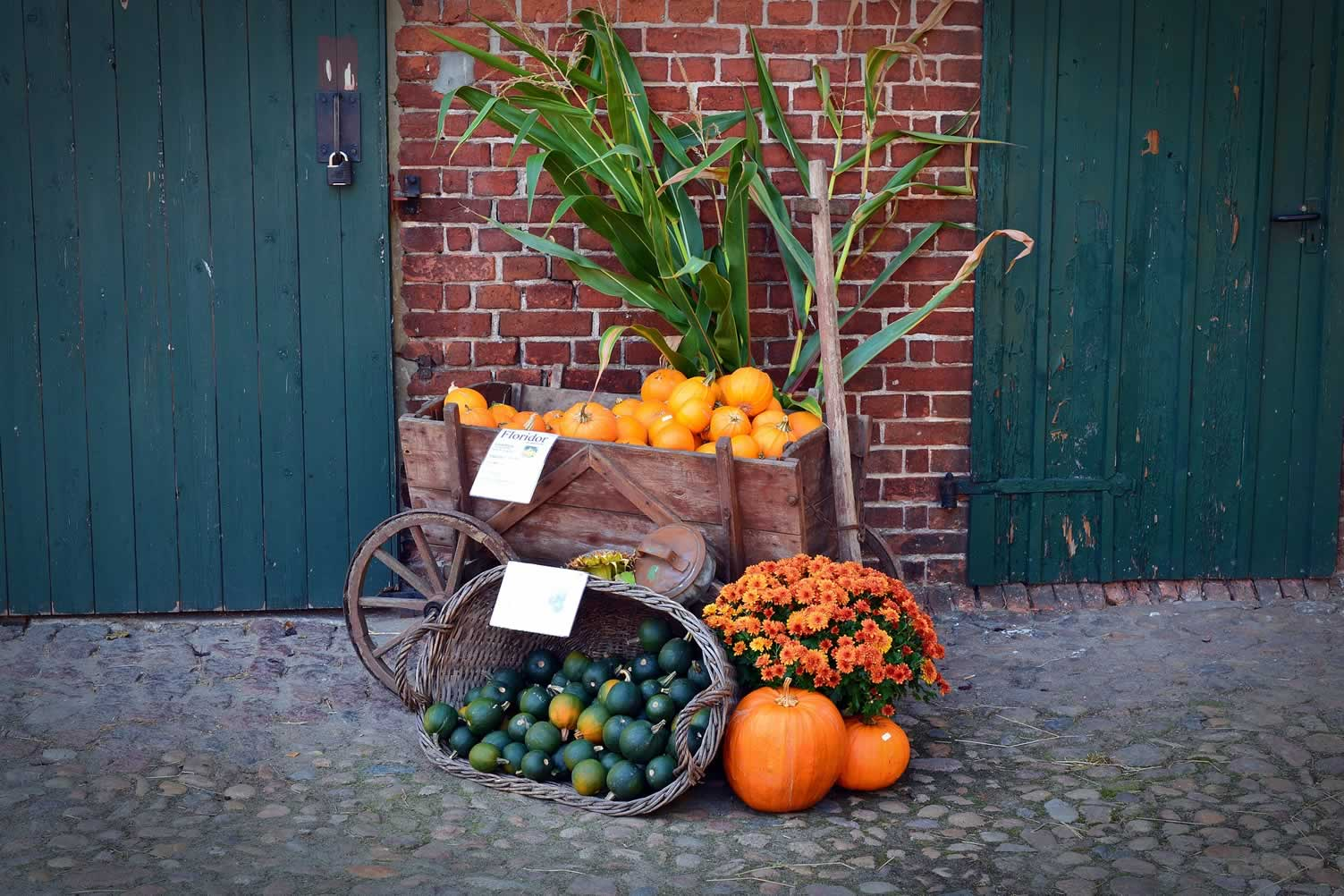 barn autumn decor