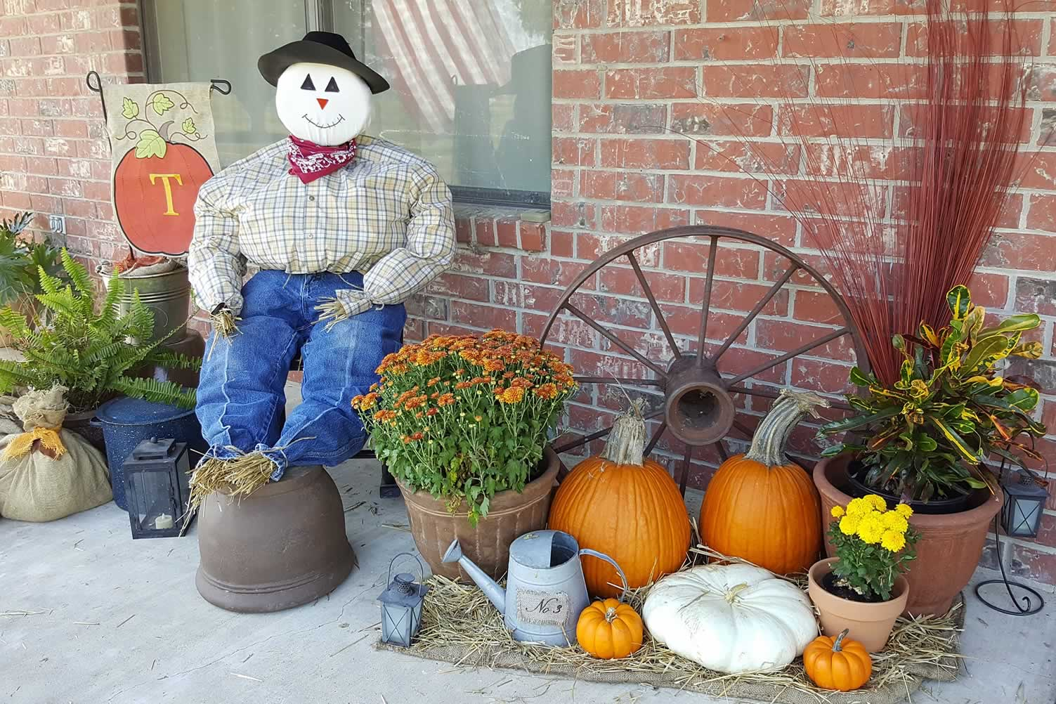 curb autumn decor