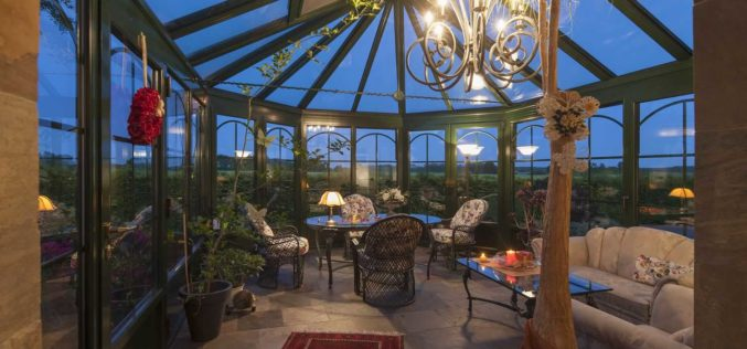 <span>photo image analysis:</span> All-Season Sunroom Design and Decor