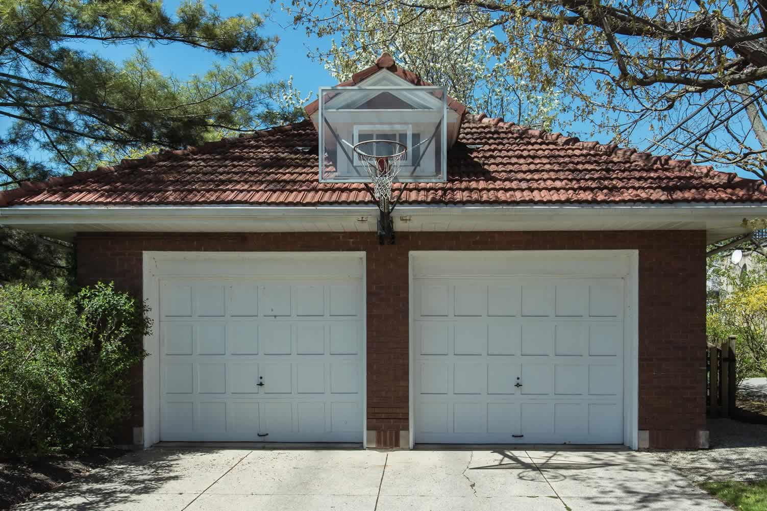 garage basketball