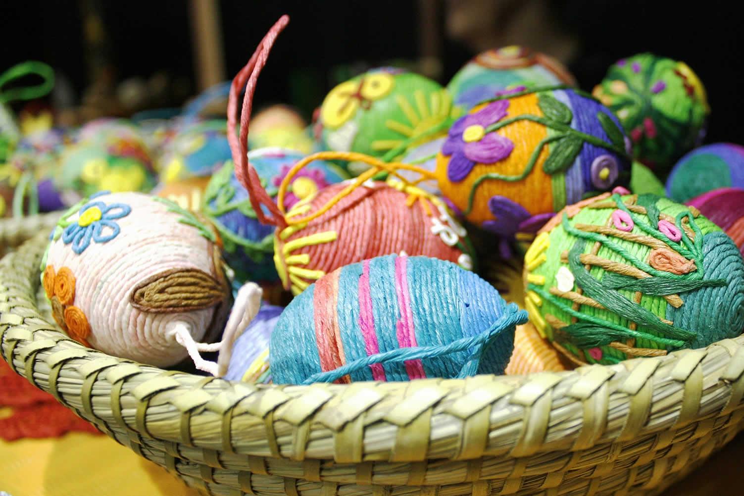 decorating easter egg