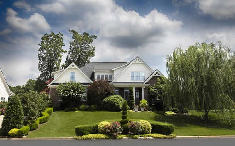 5 Exterior Styles That Instantly Improve Your Curb Appeal
